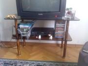 Продается стеклянный столик под телевизор (цена договорная)