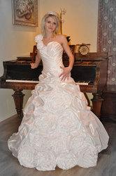 свадебные платья,  оформление зала,  детские платья,  прически и макияж