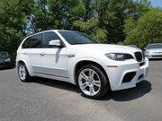 BMW X5 M,  2013 модель,  белый цвет,  полный вариант автомобиля.